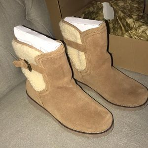 Tan Ugg Boots. Youth Size 6. Style: Jayla